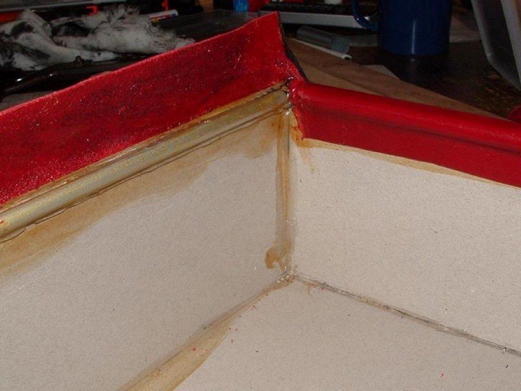 koffer-rot-entstehung-mit-einem-besonderem-verschluss-11