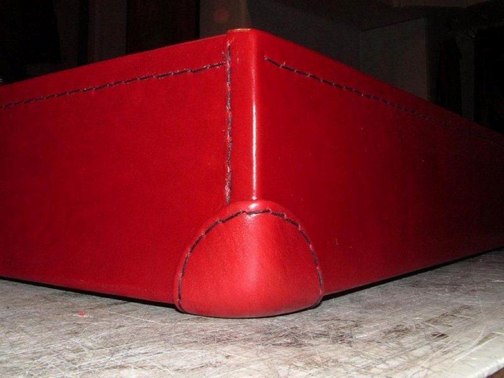 koffer-rot-entstehung-mit-einem-besonderem-verschluss-12