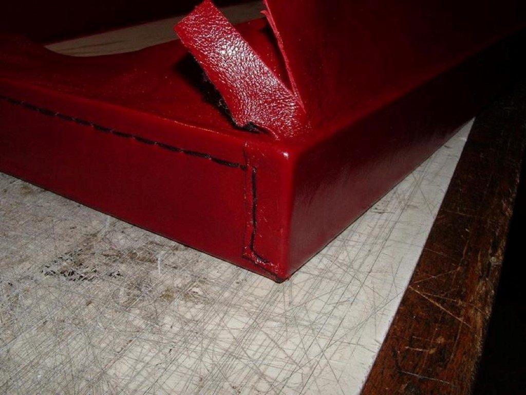 koffer-rot-entstehung-mit-einem-besonderem-verschluss-17