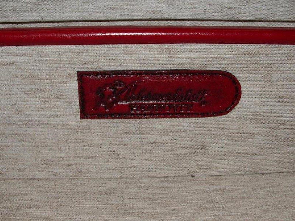 koffer-rot-entstehung-mit-einem-besonderem-verschluss-23