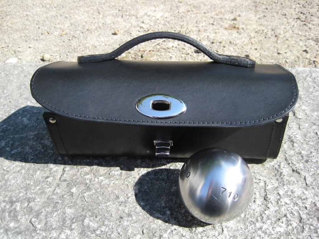 schwarze-boulkugeltasche-aus-blankleder-2