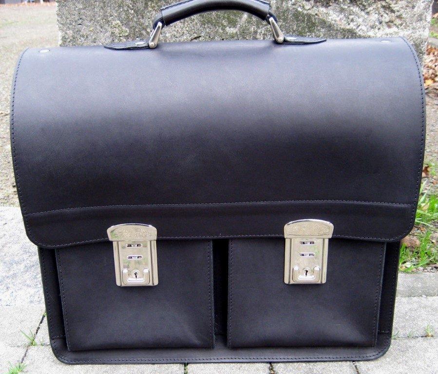 schwarze-herrenaktentasche-aus-blankleder-mit-stabielen-schloessern-2