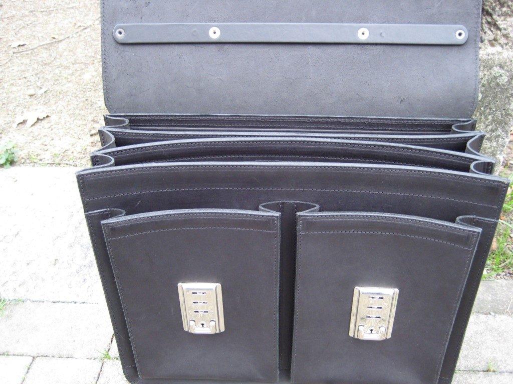 schwarze-herrenaktentasche-aus-blankleder-mit-stabielen-schloessern-3