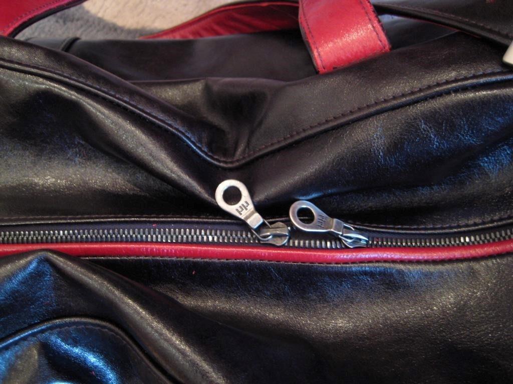 reisetasche-braun-mit-roten-paspeln-1