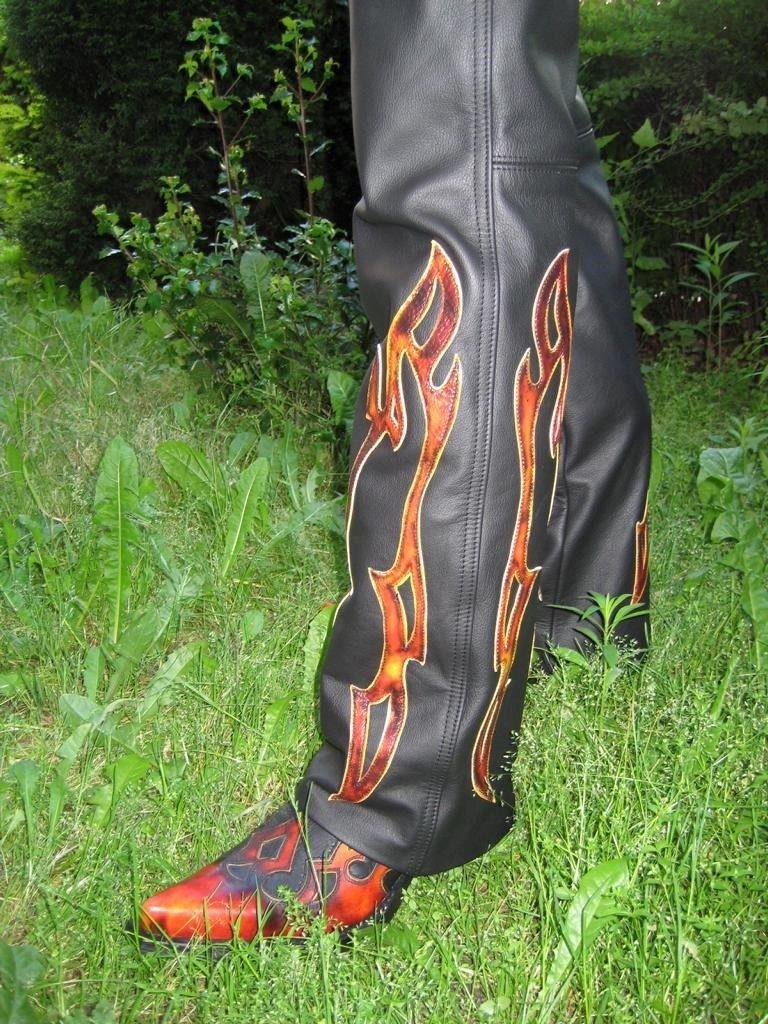 flammenlederhose-schwarz-mit-rote-gelben-flammen-4