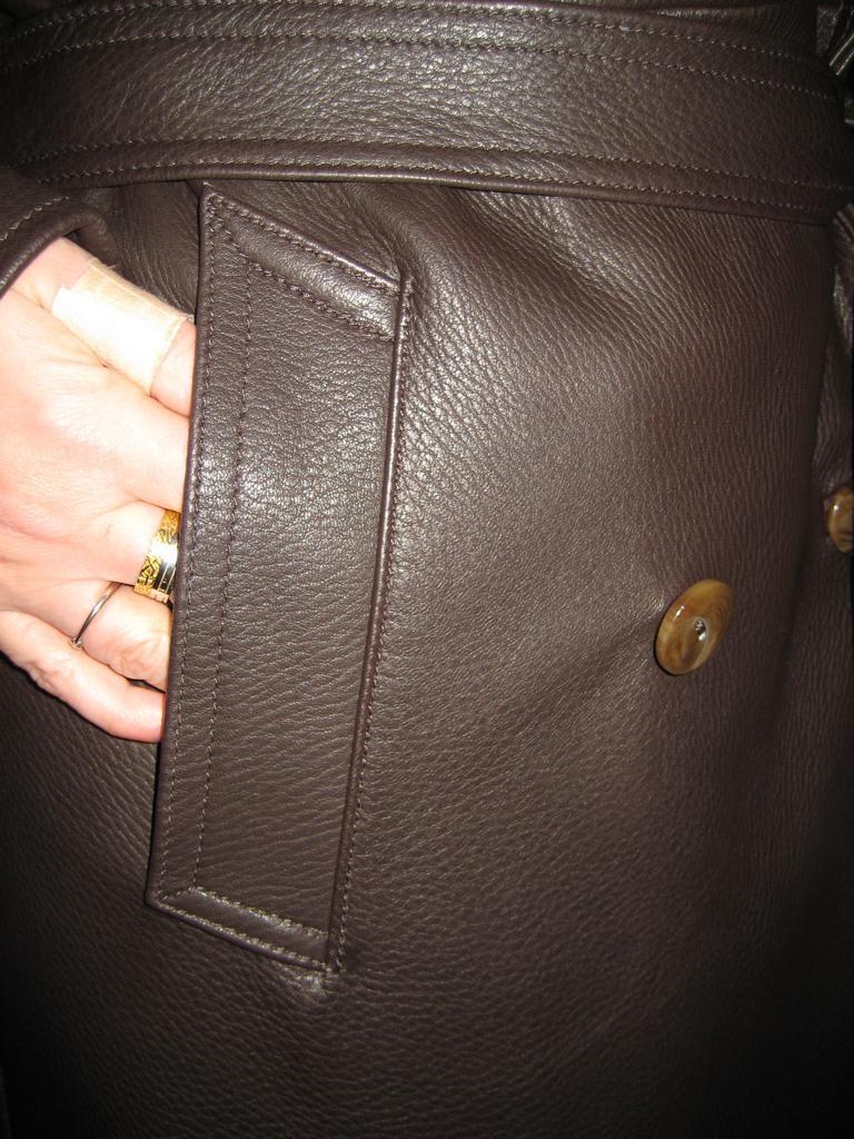 brauner-mantel-hirschleder-mit-bindeguertel-und-hornknoepfen