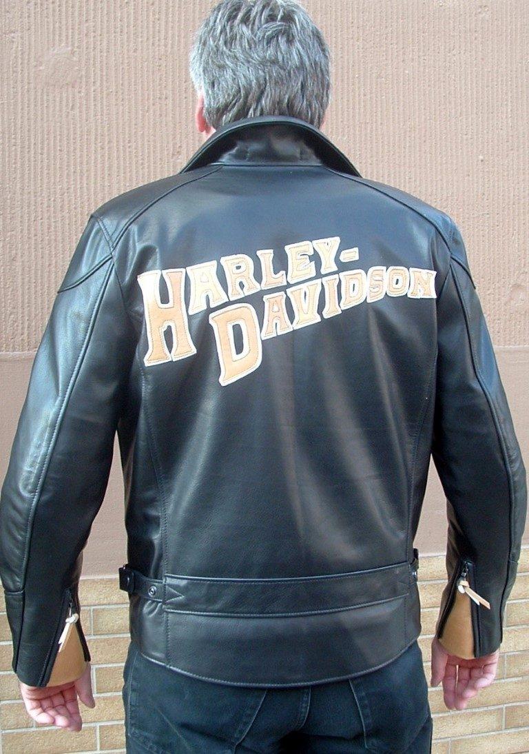 bikerjacke-mit-harley-schriftzug