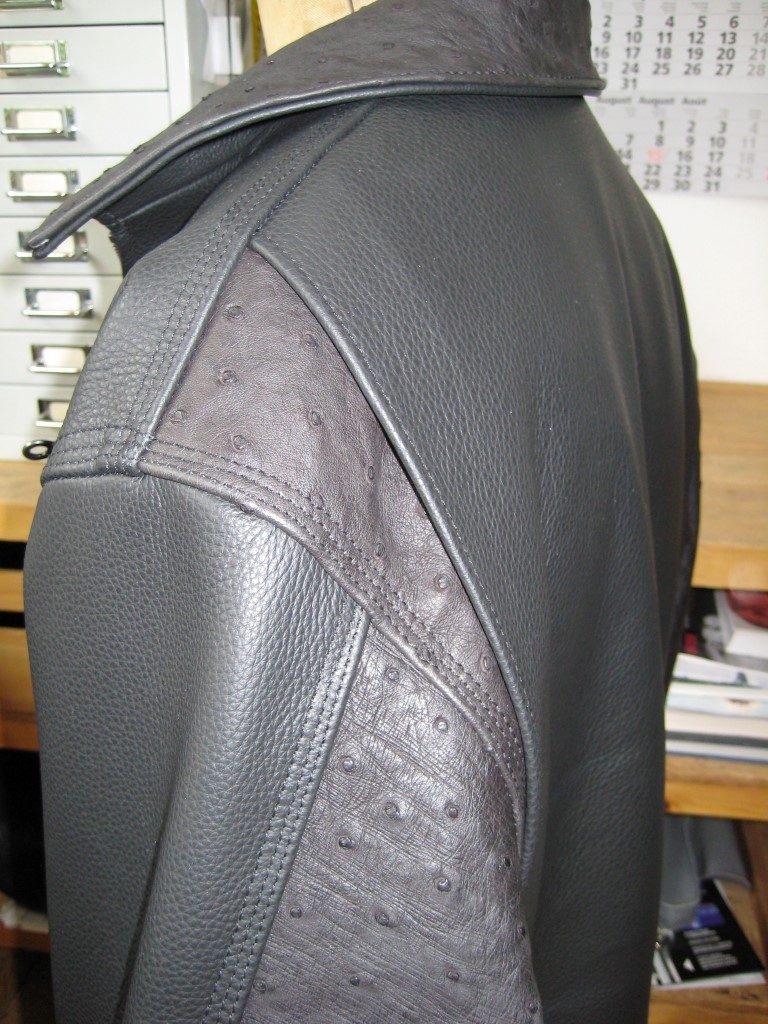 kurze-motoradlederjacke-aus-rindleder-und-straussenledereinsaetzen-un-4